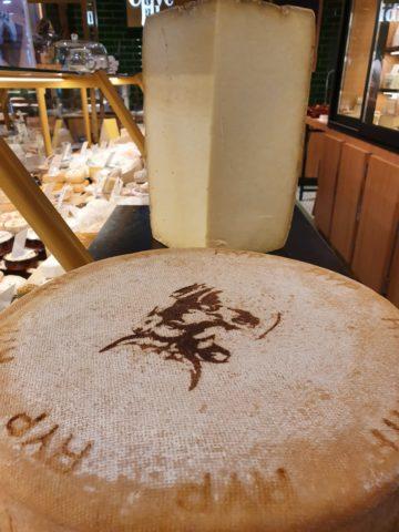 Remeker fermier 18 mois, lait cru de jersiaises Hollande.