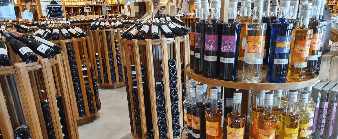 L'Alambic vue d'intérieur vins blancs et rouges